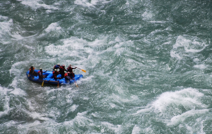 rafting-in-rapid